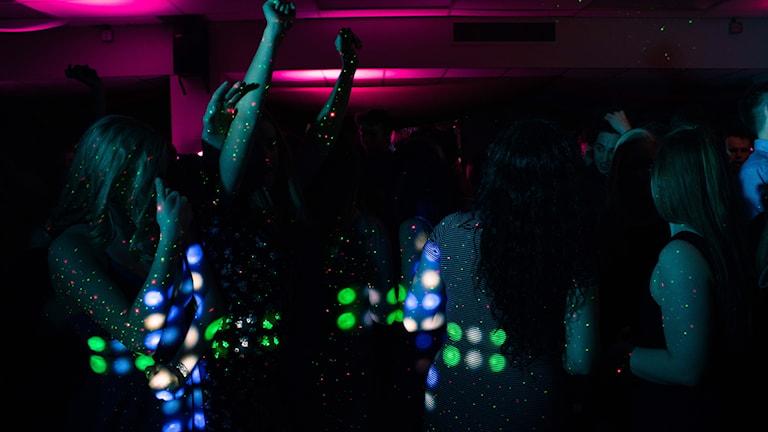 Människor på dansgolv
