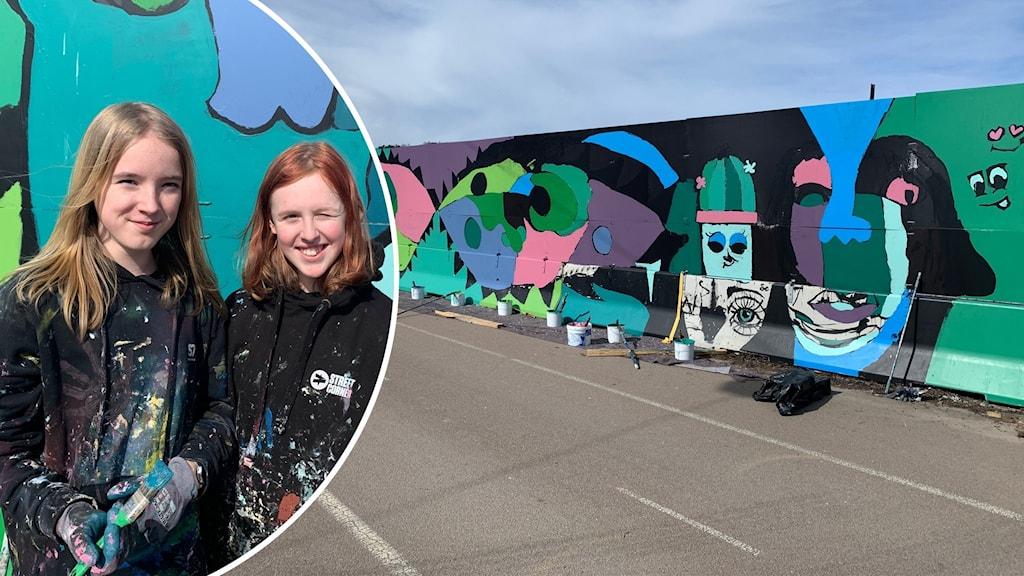 Två tonårstjejer framför muralmålning