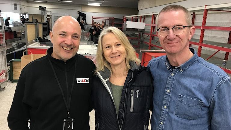 Tre glada människor.