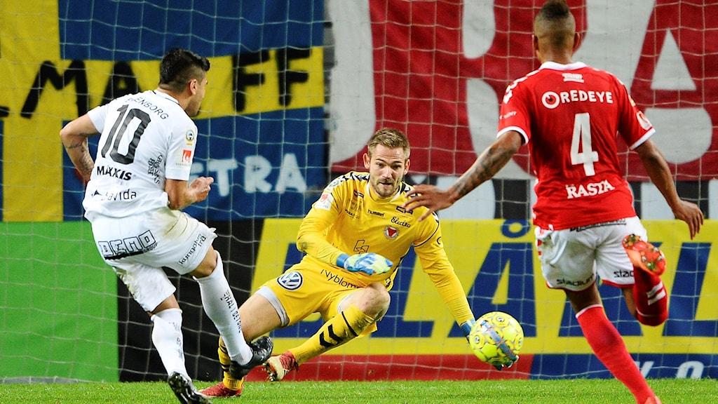 Häckens Paulinho Paulo José de Oliviera gjorde 2-1 till sitt lag under torsdagens fotbollsmatch i allsvenskan mellan Kalmar FF och BK Häcken på Guldfågeln Arena