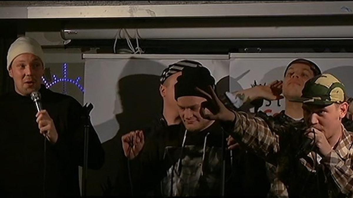 FreeRap-keikka Tukholmassa. Eturivissä Solonen, Shazaam ja Jodarok. Takarivissä Kosola ja Särre. Foto: Kai Rauhansalo