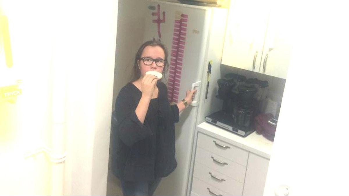 Ella Knuutinen jättää nykyään riisikakun syömättä foto: Noona Ensani/Sveriges Radio