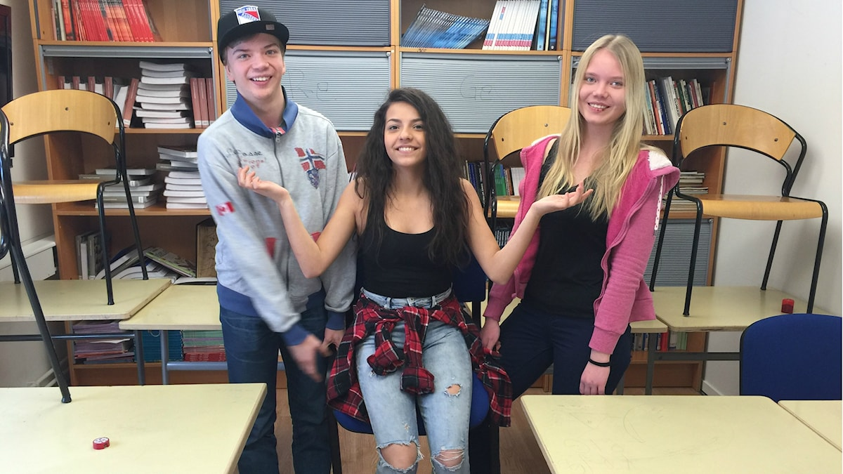 Kari, Jamila ja Sini katsovat tulevaisuuteen.