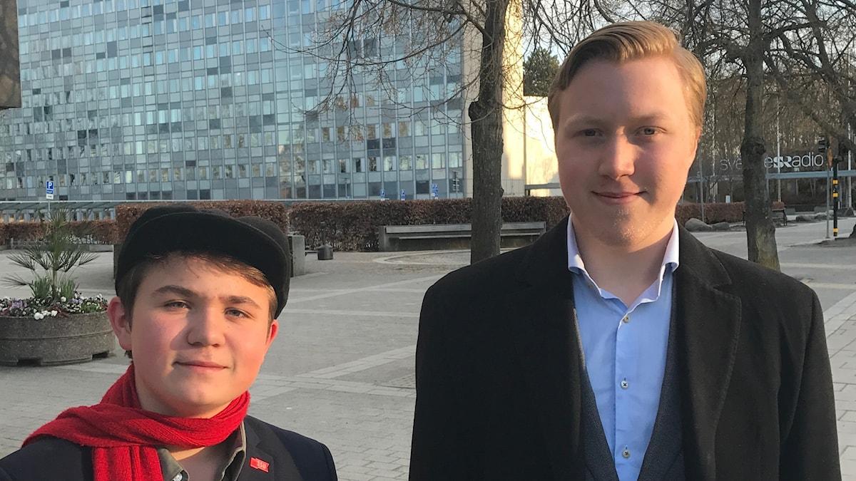 Hannes Arhammar Pakarinen ja Roi Rorsman seisovat Radiotalon edessä