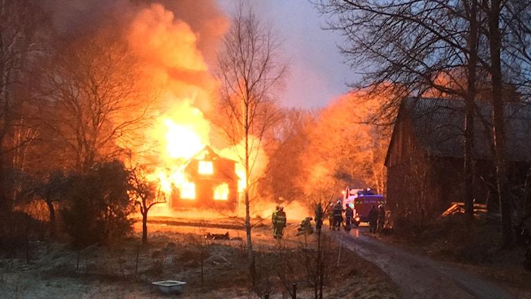 En villa i full brand i hallabro.