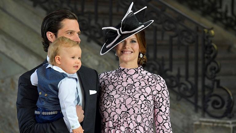 Prins Carl Philip med sin fru Sofia och son Alexander.