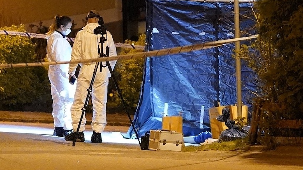 Kriminaltekniker på mordplatsen i Ronneby.