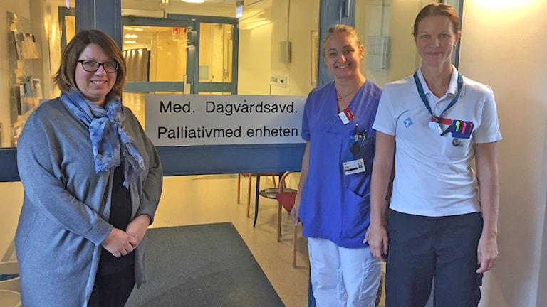 Tanja Kallenberg, avdelningschef, Titti Mattsson läkare och Emma Hägglund, sjuksköterskan.