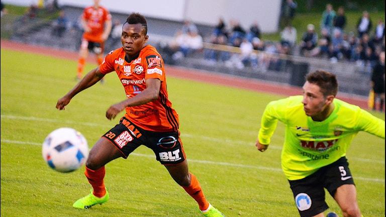 Enoch Adu, FK Karlskrona, nyförvärv från Öster, gjorde ett piggt inhopp mot Kristianstad. Foto: Torbjörn Sunesson.