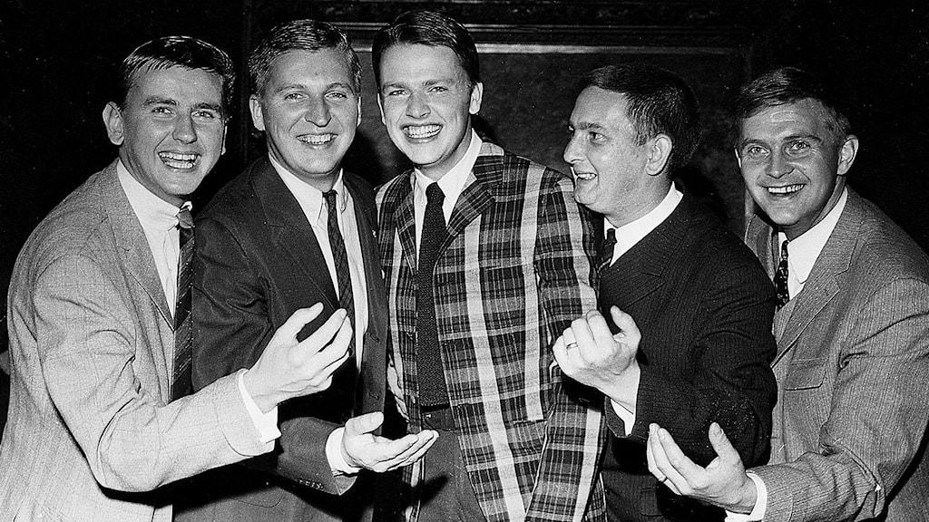 Sven-Ingvars ser glada ut på en svartvit bild tagen 1966 när de firade 10 år som grupp