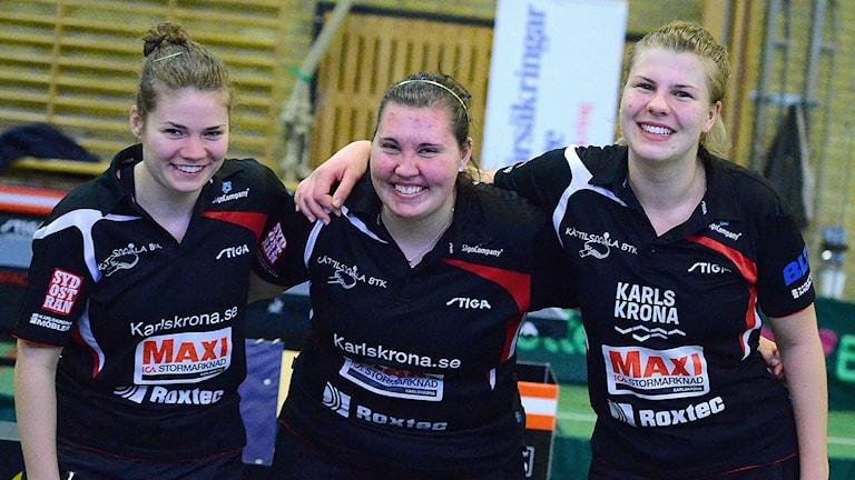 Rebekka Carlsen, Rebecca Karlsson, Nelly Olsson. Kättilsmåla/Lyckeby pingistjrjer är klara för SM-slutspel- Foto Torbjörn Sunesson.