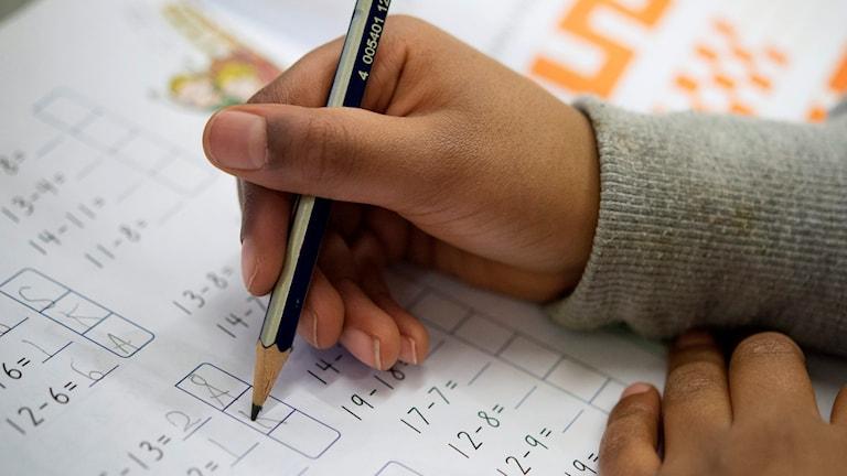 Barn räknar matte