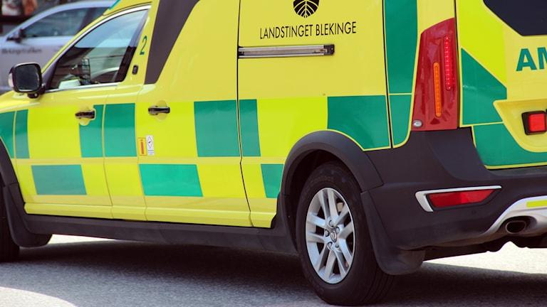 Sidan på en gul ambulans