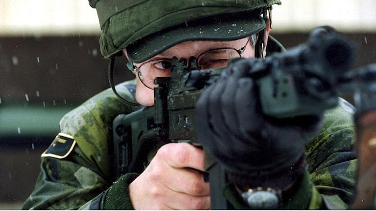 Bild på militär med vapen Foto: Ingar Karmhed/Scanpix