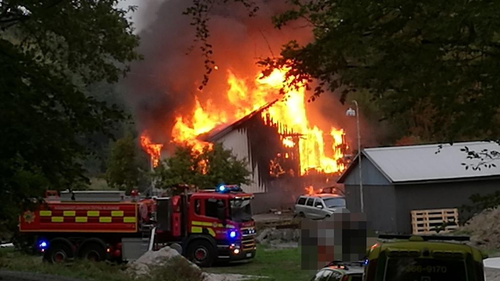 Villan i Lösen brann ner till grunden.