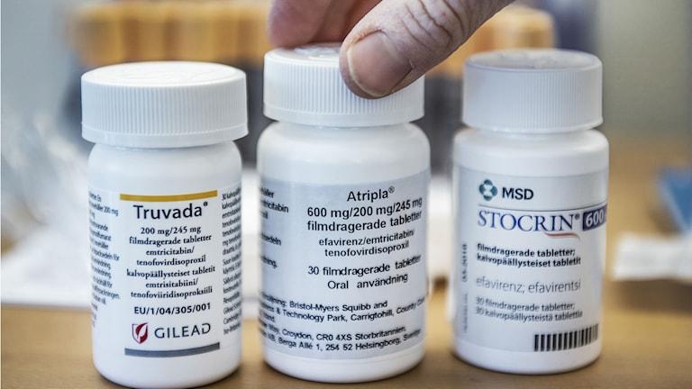 Tre burkar med bromsmediciner mot hiv.
