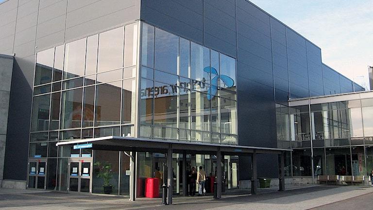 Den glasade entrén till arenan på Rosenholm. Foto: SR Blekinge.
