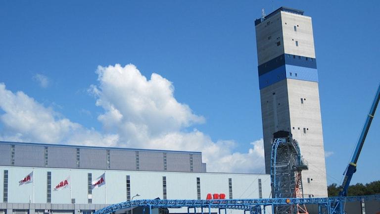 ABB:s fabrik i Karlskrona. Till höger ser man det höga kabeltornet. Foto: Mikael Eriksson/Sveriges Radio Blekinge.