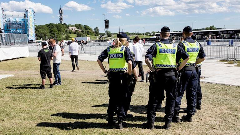 Poliser som arbetar på festival. Foto: Christine Olsson / TT