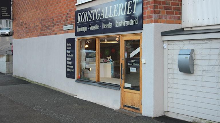 "Butik med skylten ""Konstgalleriet"". Foto: Mikael Eriksson/Sveriges Radio"
