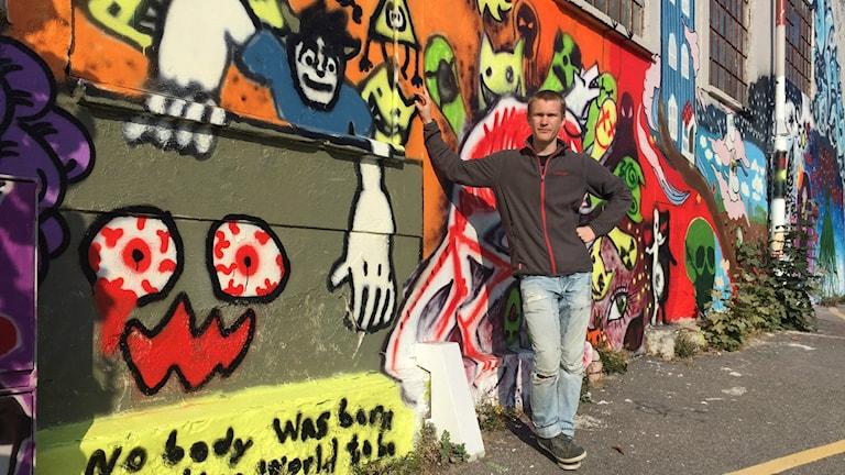 Erik Magnusson vid målningen på Bruket i Ronneby.