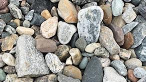 Närbild på stenar.
