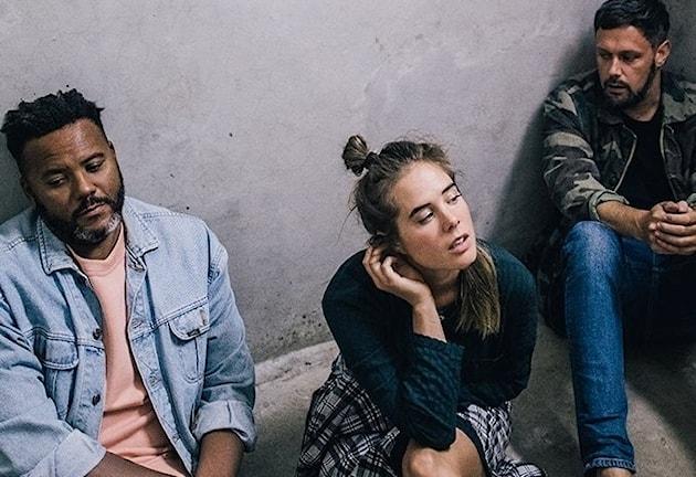 De tre medlemmarna i bandet NONONO
