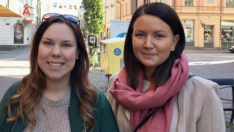 Malin Svensson och Alice Nilsson försöker bägge två att undvika mobilanvändande i förarsätet.