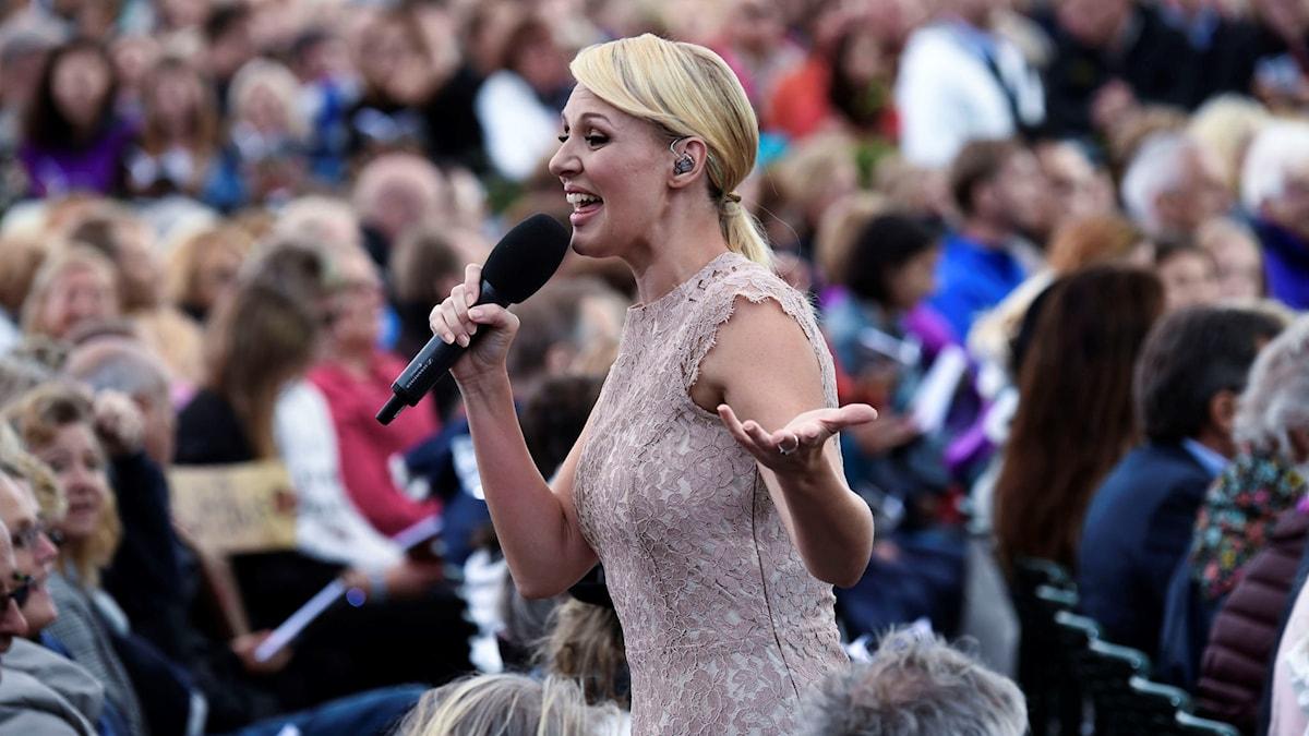 Allsång på Skansen med Sanna Nielsen.