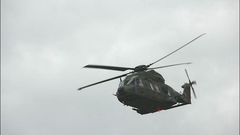 En av försvarets helikoptrar i luften. Foto: Mikael Eriksson / Sveriges Radio.