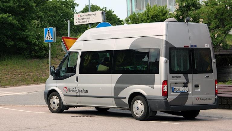 En minibuss som kör färdtjänst för Blekingetrafiken