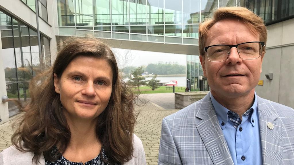 Eva Pettersson och Mats Viberg utanför BTH.