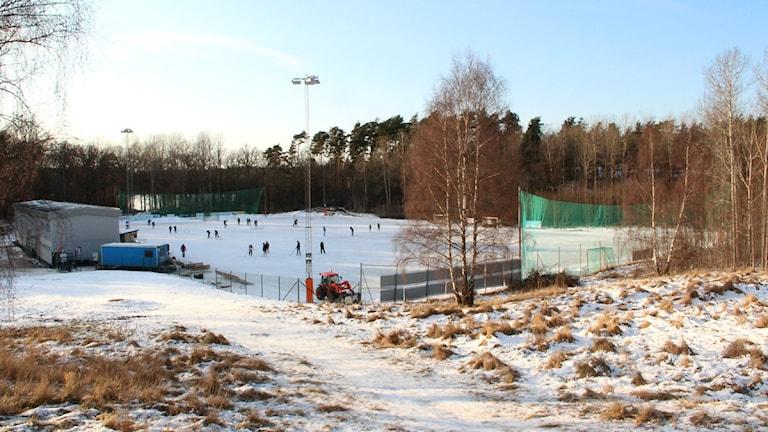 Ronneby Isarena en solig eftermiddag i februari. Foto: Frank Luthardt/Sveriges Radio.