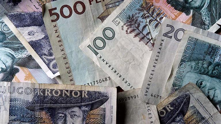 Närbild på sedlar som ligger i oordning. Foto: Pawel Flato/Scanpix
