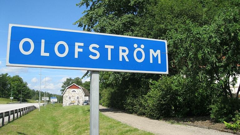 Skylten med Olofströms ortnamn står vid infarten. Foto: Jerker Hagman/Sveriges Radio.