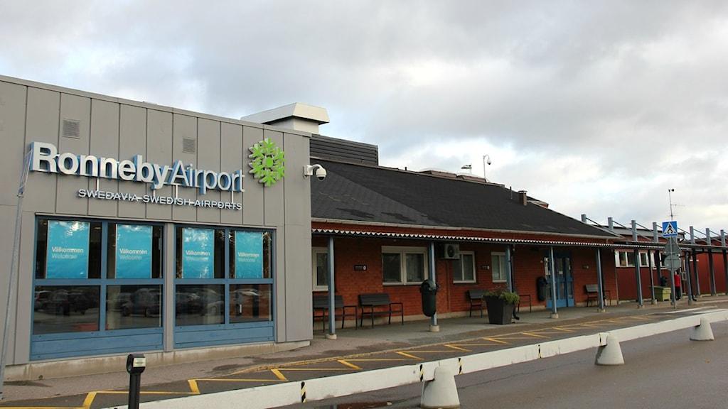 Avgångs- och ankomstbyggnaden på Ronneby Airport i Kallinge. Foto: Frank Luthardt/Sveriges Radio.