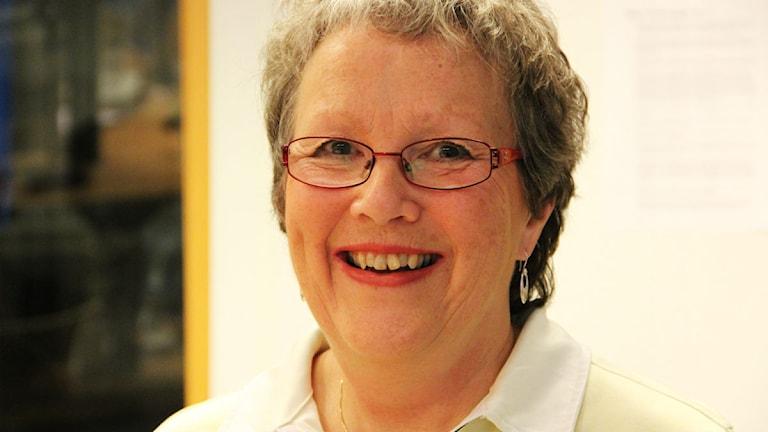 Närbild på en skrattande kvinna. Foto: Rebecka Gyllin/Sveriges Radio.