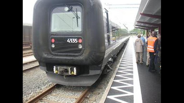 Ett tåg står inne på stationen. Foto: Malin Nilsson/Sveriges Radio