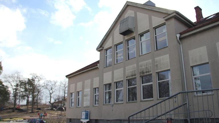 Nättrabuskolans fasad. Foto: Stina Linde/Sveriges Radio.