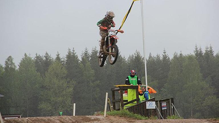 Hopp i Junior-SM i motocross. Foto: Martin Andersson/Sveriges Radio