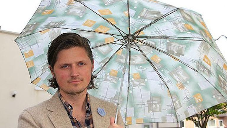 Robin Åkerman är projektledare för Paraply produktion. Foto: Molly Berggren/Sveriges Radio