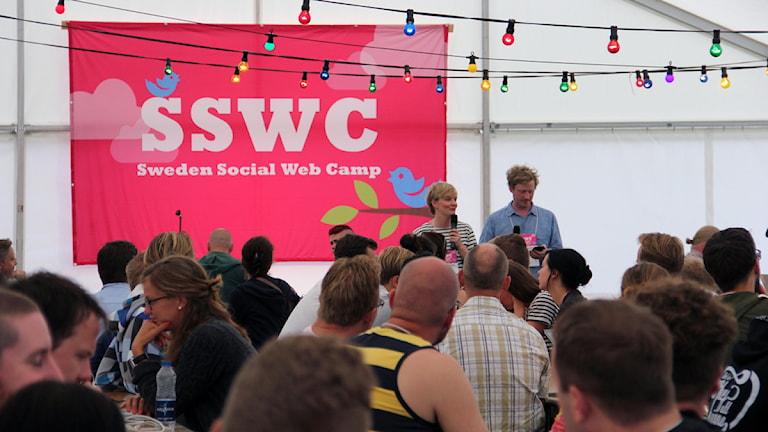 Kristine Heinonen och tomas wennström som arrangerar sweden social web camp på tjärö . Foto: Stina Linde/Sveriges Radio.