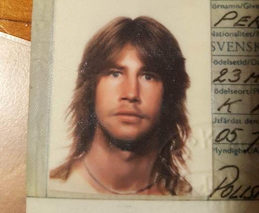 En passbild på en långhårig Thomas Karlsson.