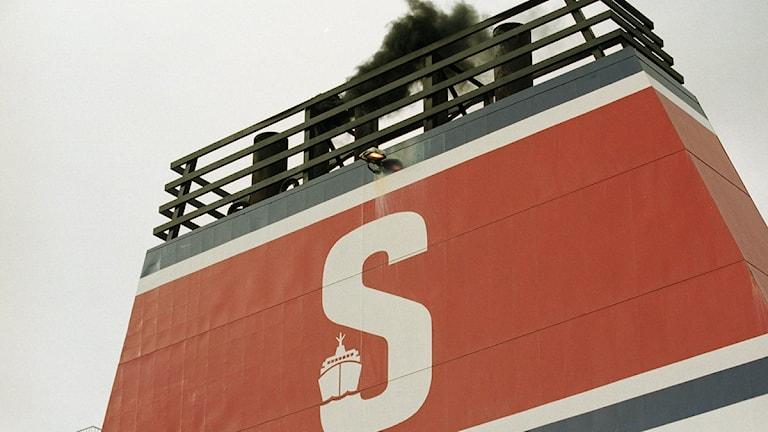En av rederiet Stena Lines båtar står på grund utanför Karlskrona.