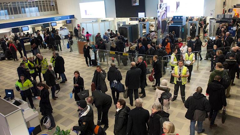 Bromma flygplats vänthall full med folk. Fredrik Sandberg/TT