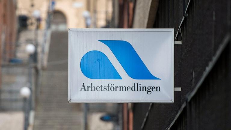 En skylt där det står Arbetsförmedlingen. Foto:Bertil Enevåg Ericson /TT