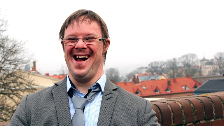 Henrik Daleke skrattar. Foto: Stina Linde/Sveriges Radio