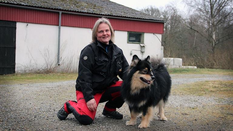 Marita Askblom med en av sina ID-hundar.
