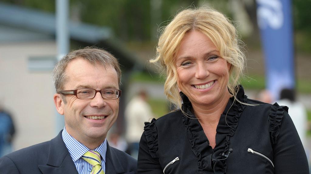 Knut Knutson och Anne Lundberg från Antikrundan. Foto: Fredrik Sandberg / TT