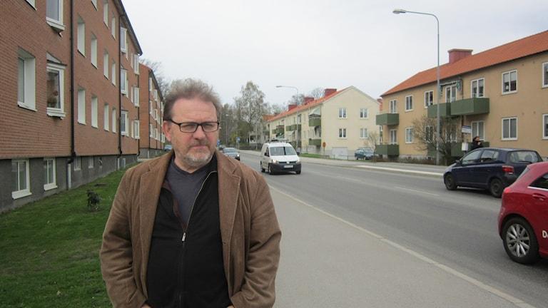 Anders Englesson (MP) vid Karlshamns mest trafikerade gata, Erik Dahlbergsvägen.